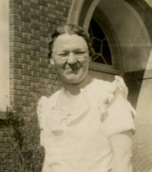 Helia outside the Washington School in 1936