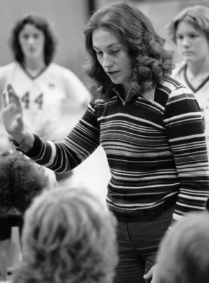 UMD Women's Volleyball head coach Linda Larson addresses the team during a timeout.
