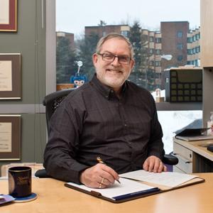 Associate Professor Geoffrey Bell