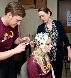 Students prepare for a demonstration of the brain cap.