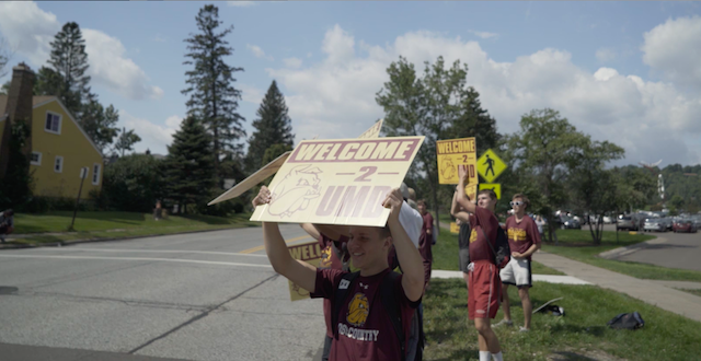 "Students at move-in 2017, holding signs reading ""Welcome 2 UMD"""