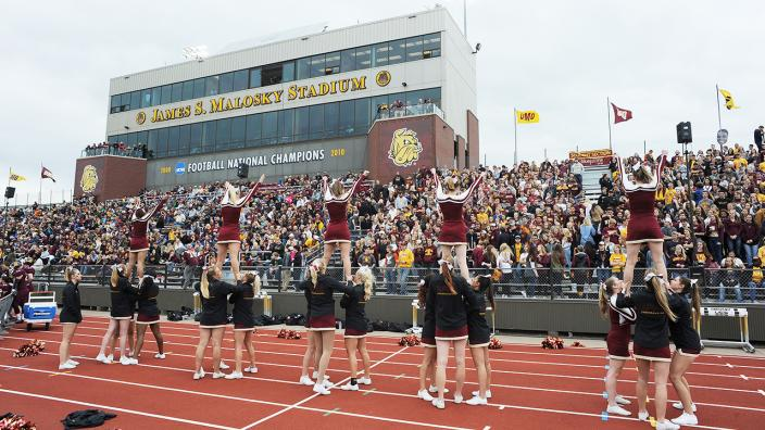 2016 UMD Homecoming football game crowd and cheerleaders