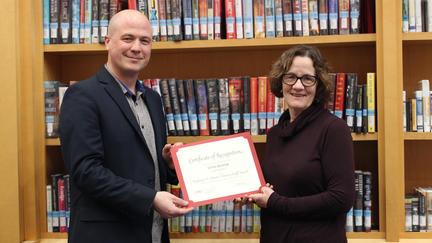 UMD ibrary Director Matt Rosendahl presents Anne Hovde with an award