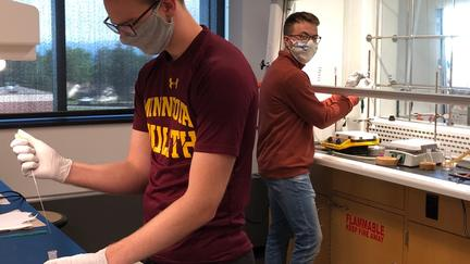 UMD students in chemistry lab