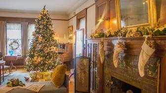 UMD's Glensheen decorated for Christmas