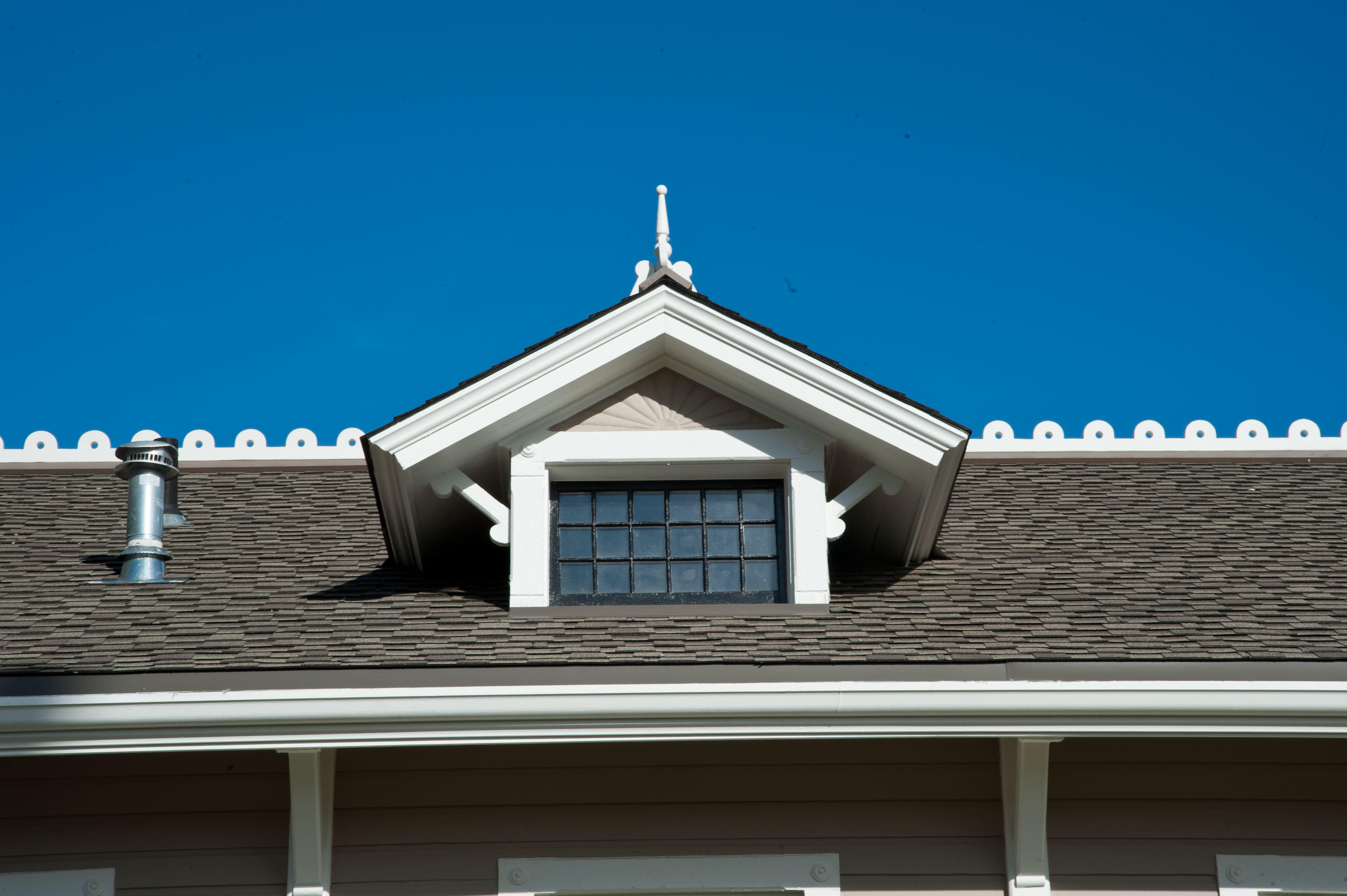 Roofline of Limnology building