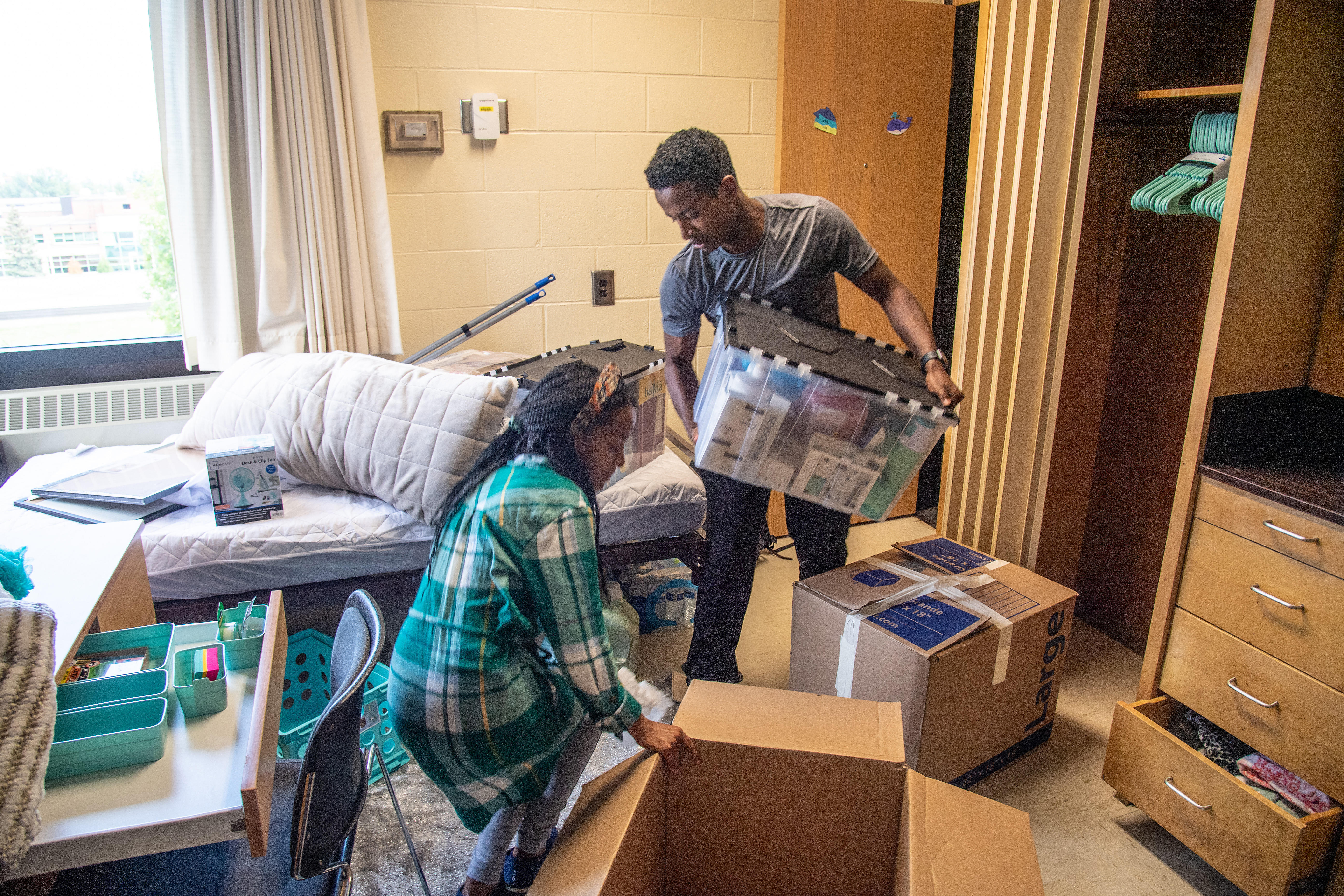 Tallie and Yohanis moving into their dorms during Bulldog Welcome Week