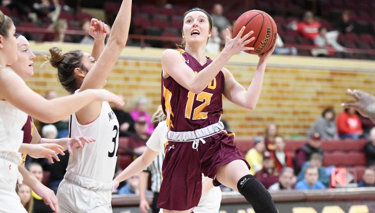 Maizie Deihl playing basketball